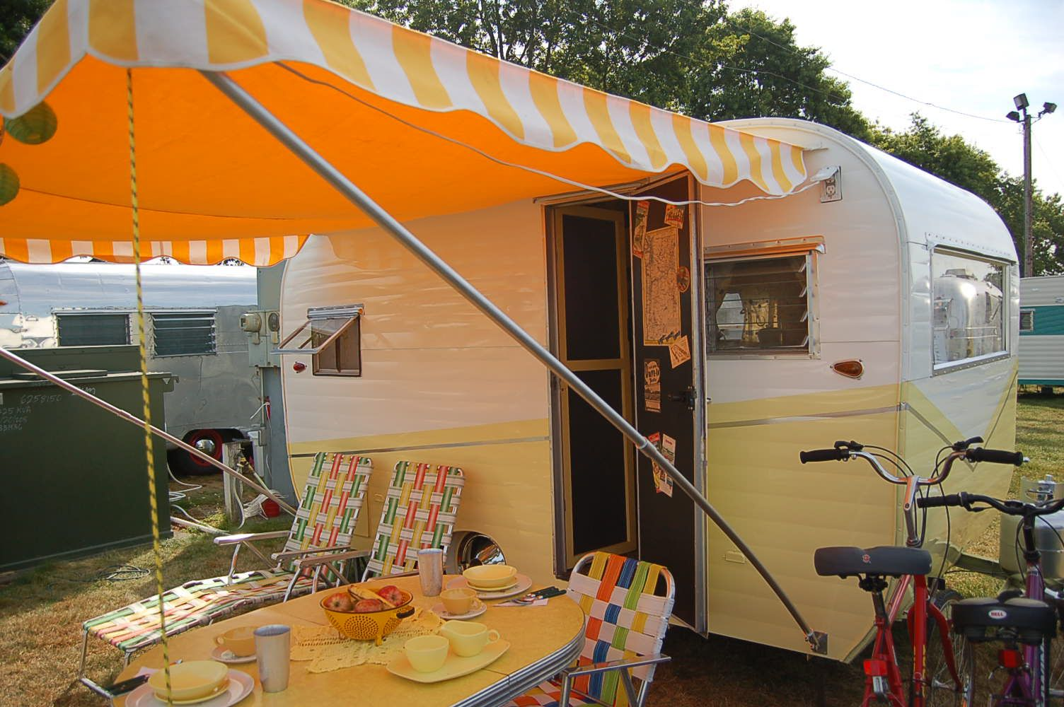 Vintage Aloha Trailer Pictures And History From Oldtrailer Com Vintage Travel Trailers Vintage Travel Travel Trailer