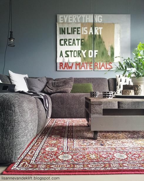 love the wall color with the taupe couch and house plants.......... Lisanne van de Klift: House of Rym