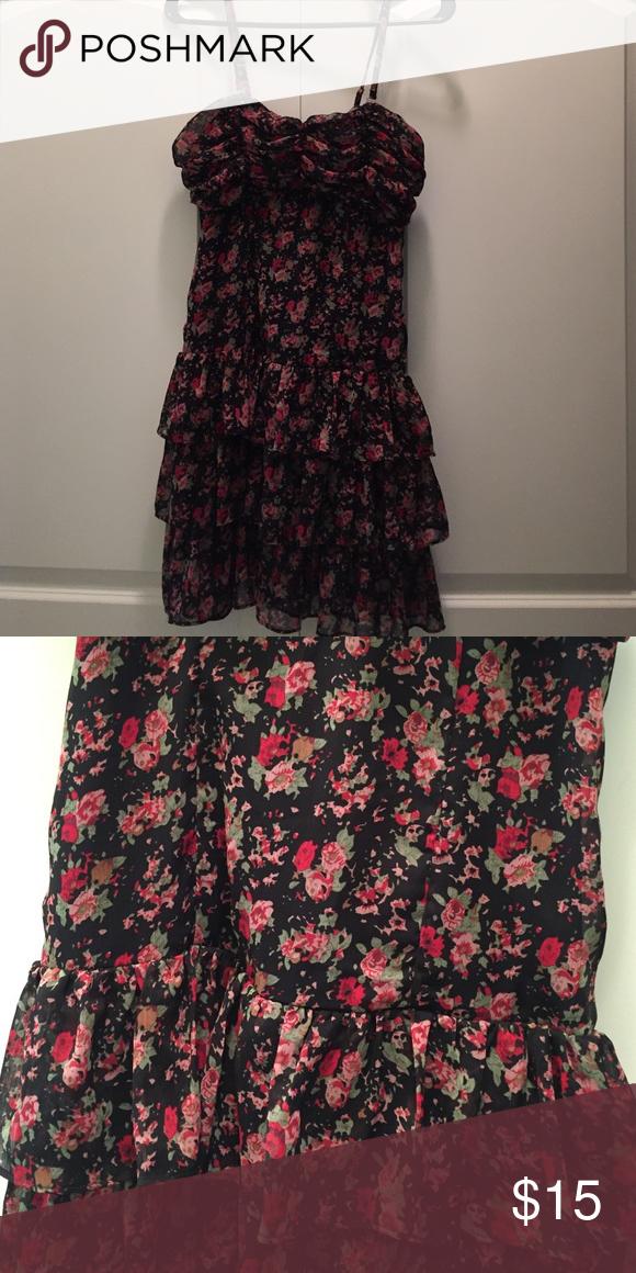 Express dress Cute, never worn dress from express.  Optional straps. Express Dresses Strapless