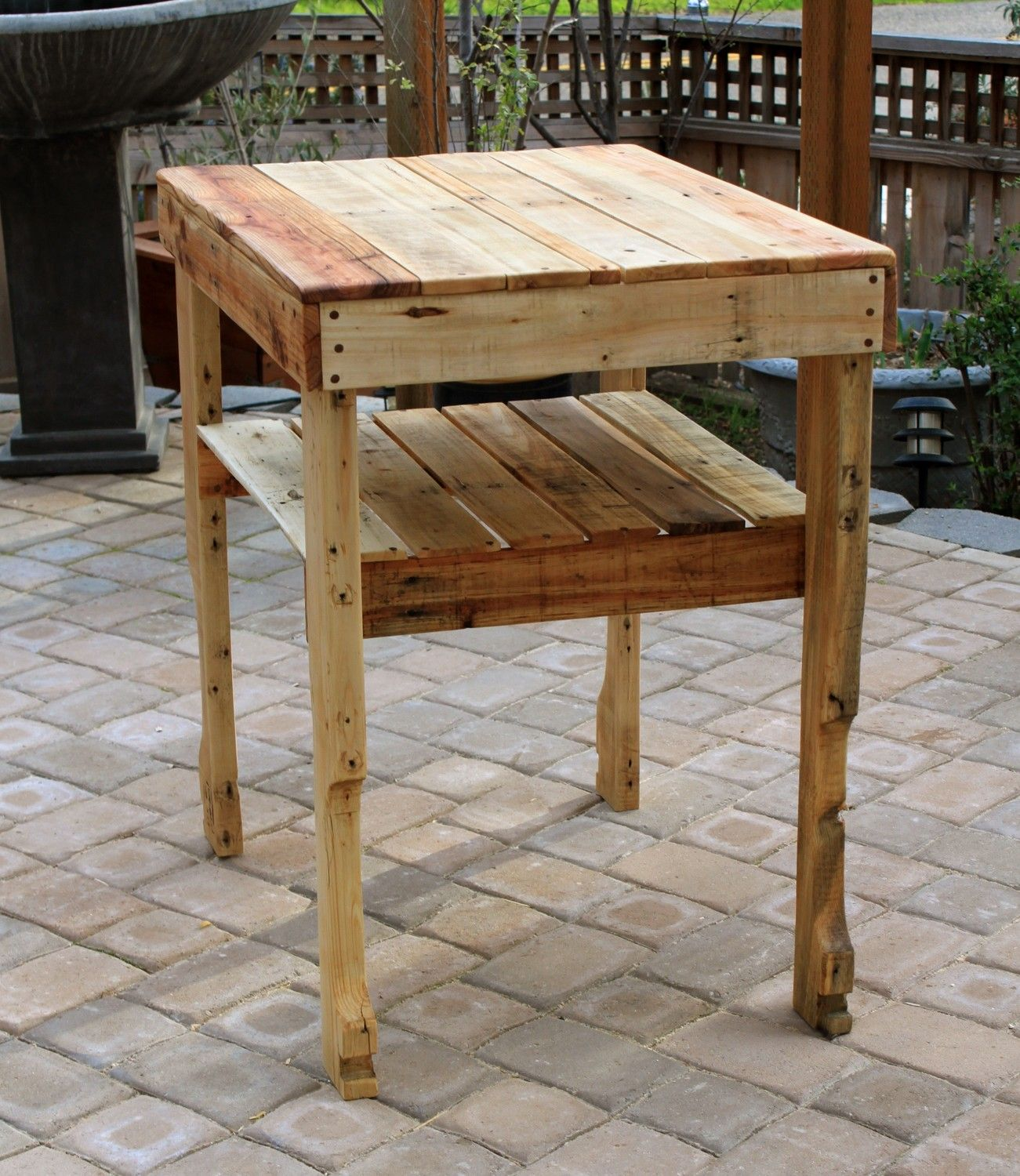 Tables serving table pallet wood and diy pallet projects for Pallet end table