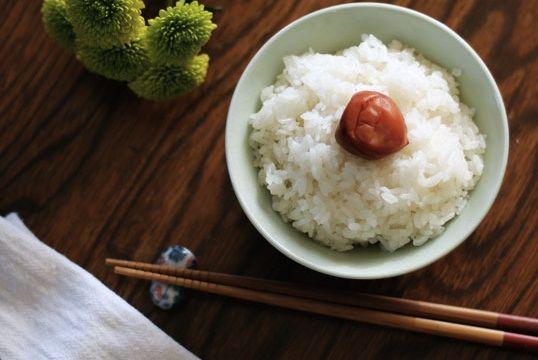 umeboshi ou ameixa salgada, encontrada em casas de produtos japoneses