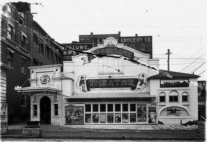 Great shot of the original Hippodrome Theater. The Diime Bank aka the skyscraper has not been added on to yet. The theater had to go in order for that to happen. See words Furniture and Carpets? That's now a ghost ad on the side of the Wieser Building. We look at it Saturday. The theater was torn down in 1918.
