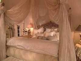 Like The Drapery Romantic Master Bedrooms Romantic