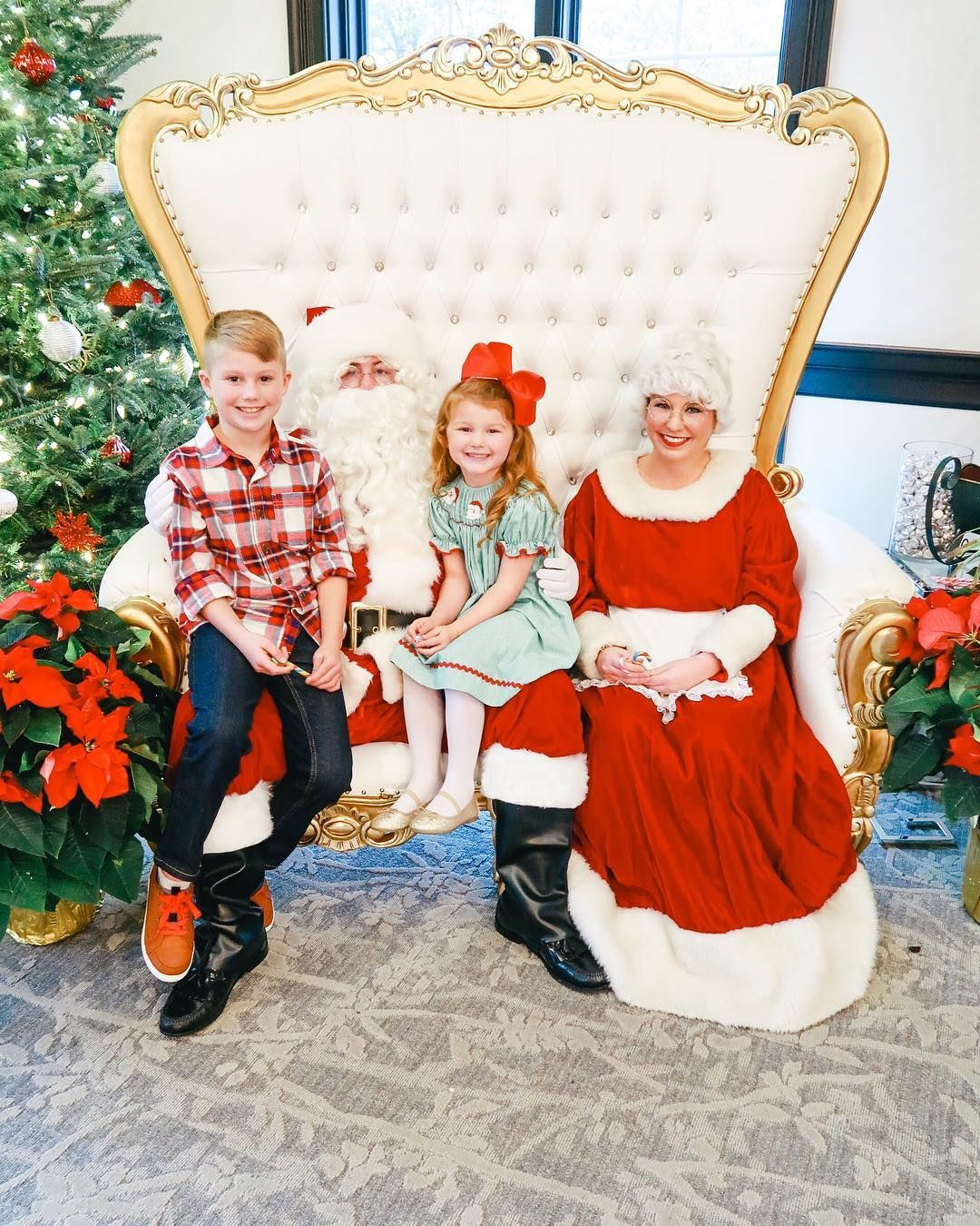 Yesterday we did a Santa brunch with the family and the kids got to tell Santa  what they wanted for Christmas! They LOVED it!🎅♥️🎄 . . . #teamdarley #amydarley #santa #santabrunch #santaiknowhim #momswithcameras #igmotherhood #christmastime #christmas #momof2 #momlife #momsofinstagram #motherhoodunplugged #motherhoodslens #santaclaus #alliwantforchristmas