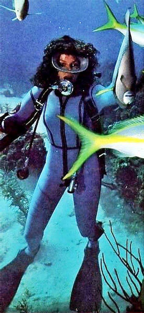 Underwater vintage woman topic Yes