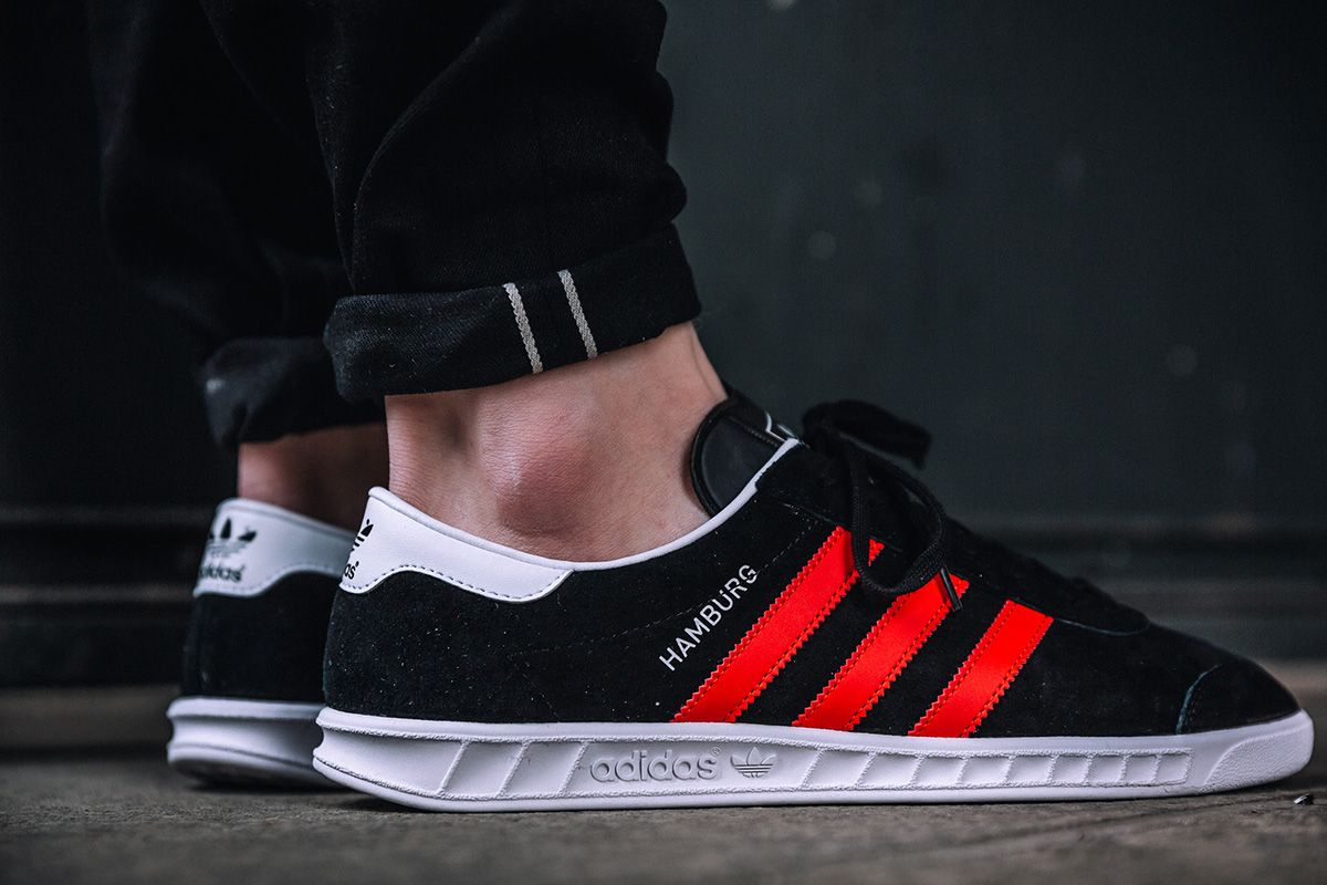 On Foot: adidas Hamburg in Core Black & Red | Look e Cores