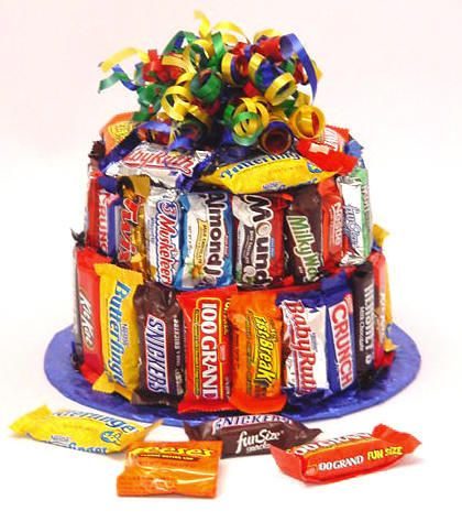 candy bar cake from cookiepots.com