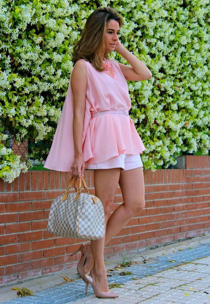 Fashion and Style Blog / Blog de Moda . Post: Blouse-cape / Blusa-capa .More pictures on/ Más fotos en : http://www.ohmylooks.com/?p=22860 .Llevo/I wear : Blouse-cape / Blusa-capa : Oh My Looks Shop (info@ohmylooks.com) ; Shorts : Zara (old) ; Necklace / Collar : Mercadillo Majadahonda ; Shoes / Zapatos : Mango (old) ; Bag / Bolso : Louis Vuitton