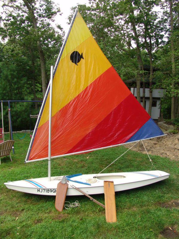 Amf Sunfish Sailboat 14 Sailboat Small Sailboats