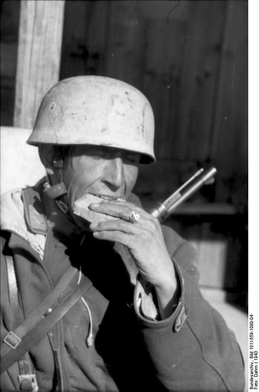 German paratrooper have a snack