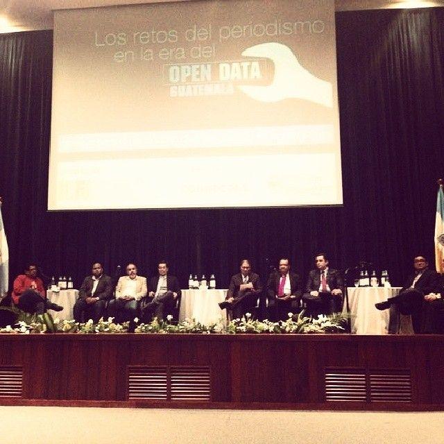 "Ya inició el conversatorio ""Los retos del periodismo en la era del open data"" #ulandivar #opendata #URL #periodismo"