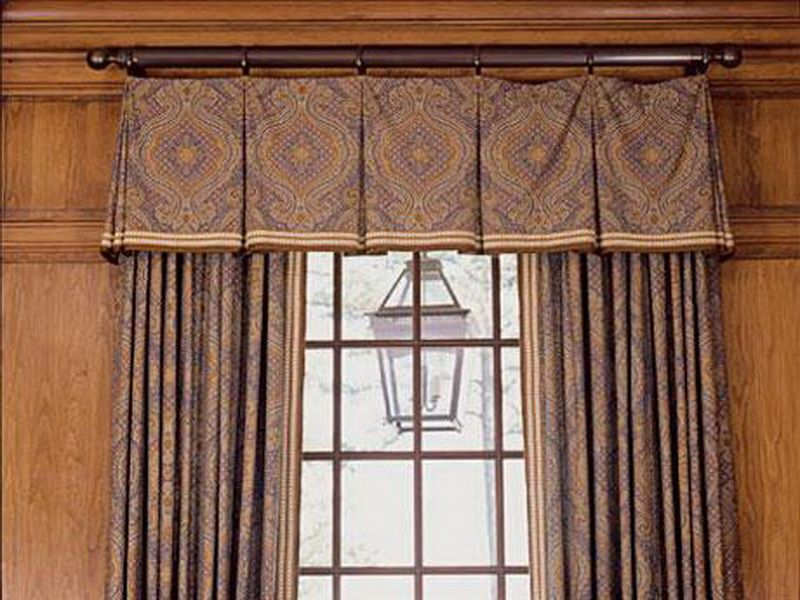 Box Pleat Valance On Rings Perfect For A More Formal Room Or