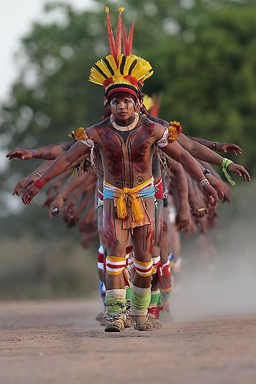 Brazil | Yawalapiti men dance during the celebration of this years quarup, a ritual held over several days to honour in death a person of great importance to them, in the Xingu National Park, Mato Grosso State | ©Ueslei Marcelino/Reuters.