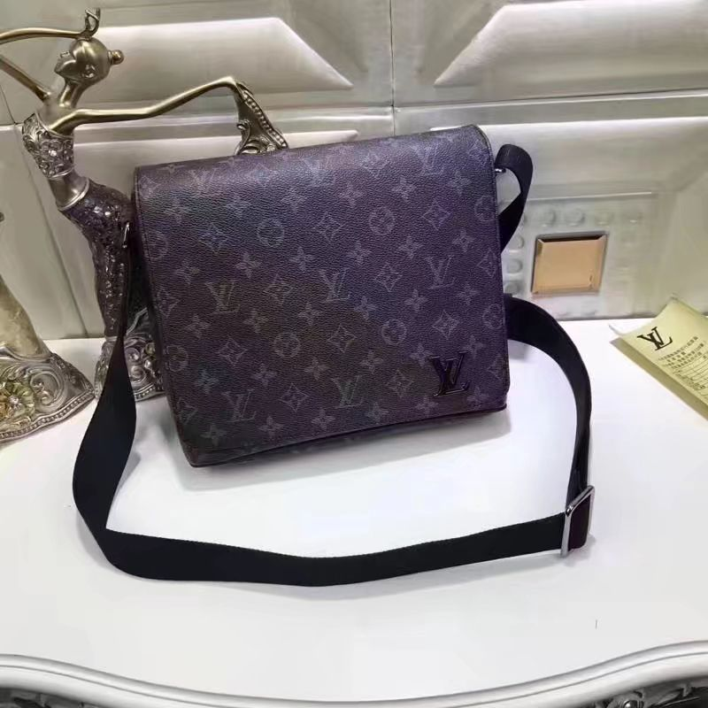 21e9fc1c9f9 Louis Vuitton lv man messenger bag | Tasjes messengerbag | Bolsos ...