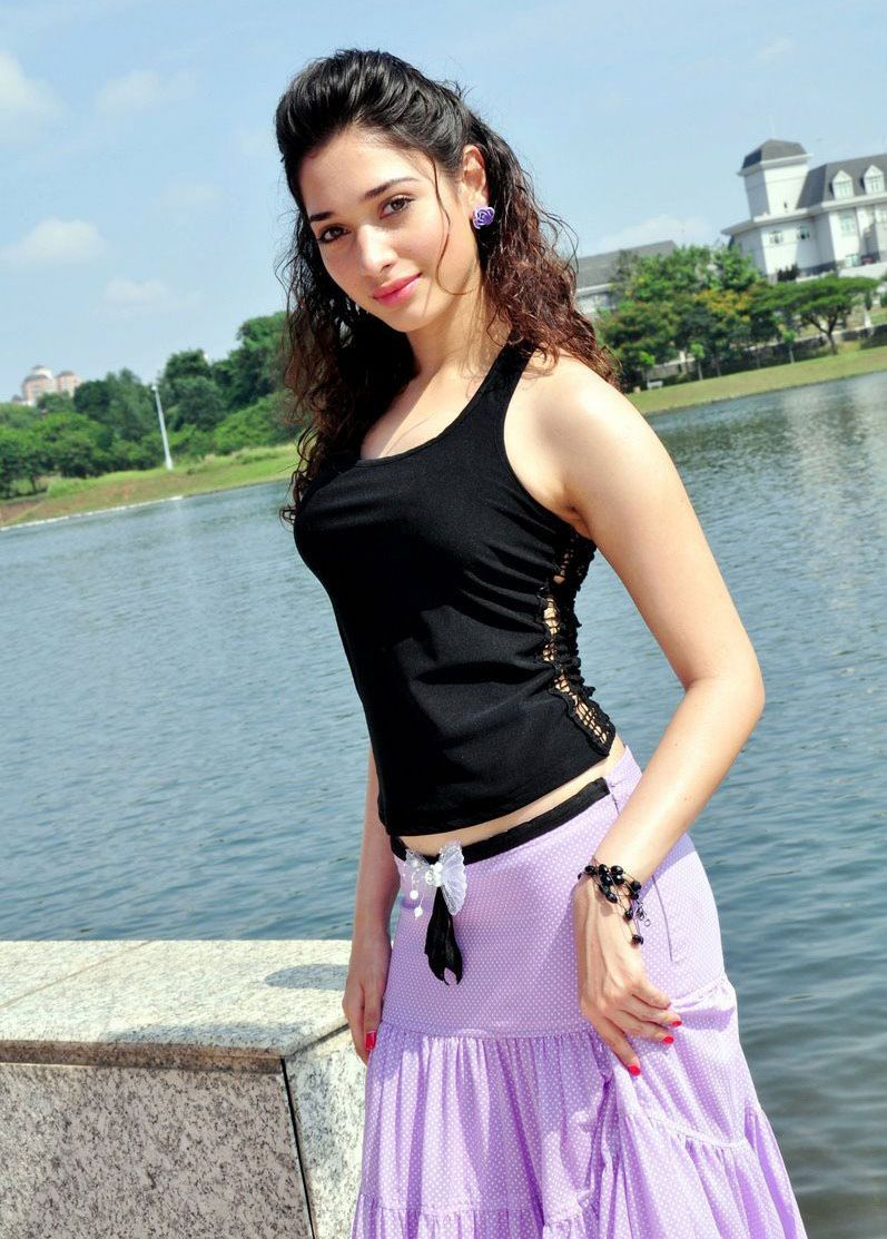 Actress-tamanna-bhatia-hot-stills11-flimnews.com