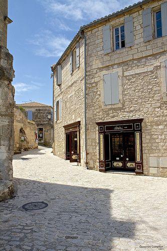 Medieval Streets and Quaint Shops in Les-Baux-de-Provence