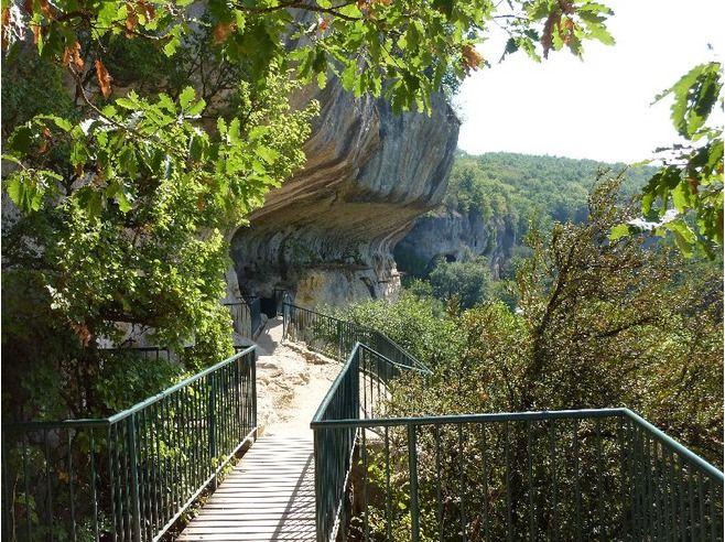 Roc de Cazelle. €7 per adult. Caves plus figures posed as prehistoric people