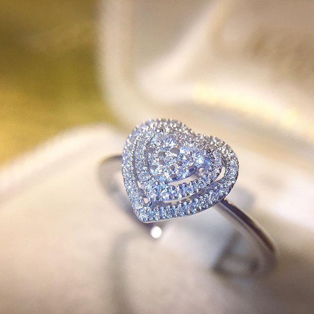 89899be5c9c75d Anello a cuore in oro bianco con diamanti 0,24ct - MIRCO VISCONTI -  Cicala.it