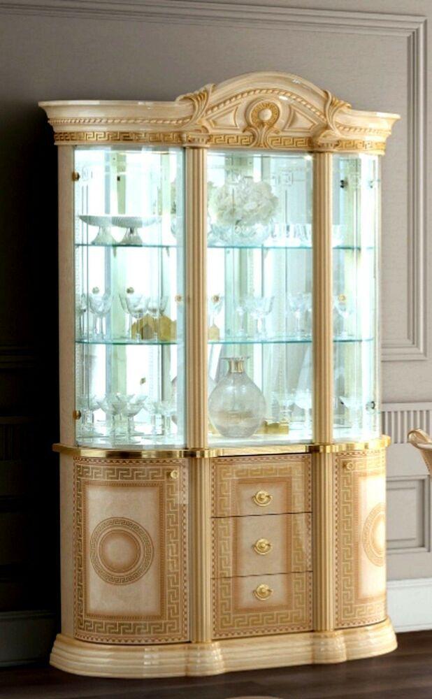 Luxus italienisches Wohnzimmer Aida. Möbelmontage. Kein