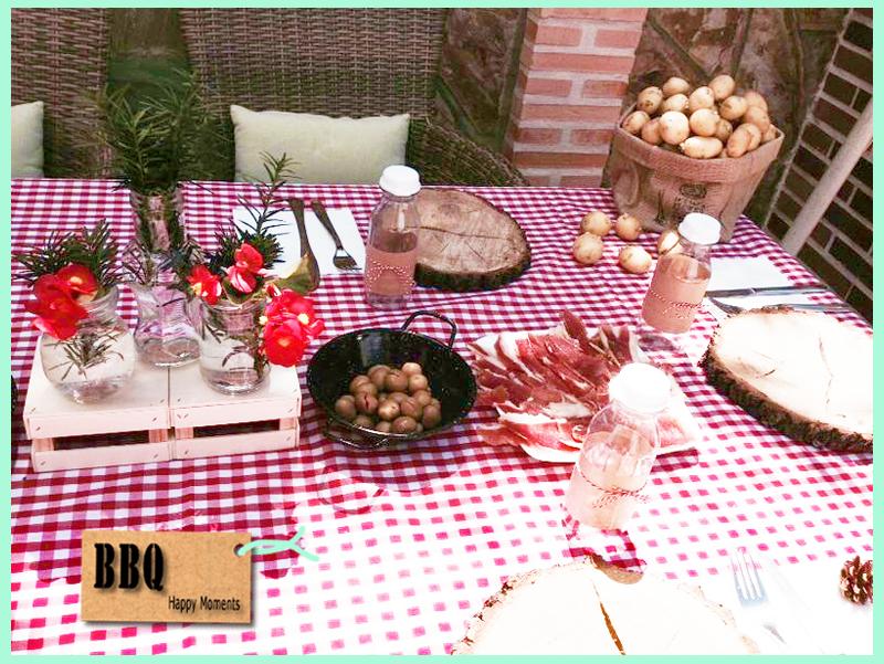 Mesa para un d a de barbacoa con muchos detalles mantel vichy rojo platos de tronco cajas de - Mesa para barbacoa ...