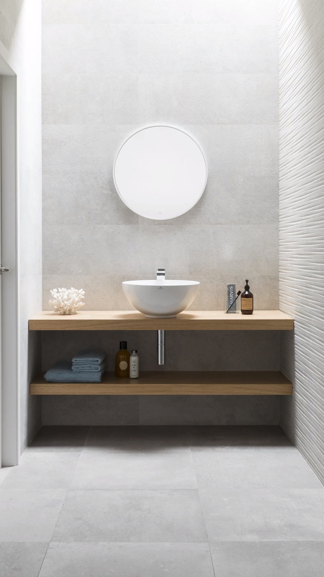 Bancada De Madeira Do Projeto Madeira Do Projeto Uma Bancada Natural E Modu In 2020 Small Bathroom Makeover Industrial Style Bathroom Bathroom Interior Design