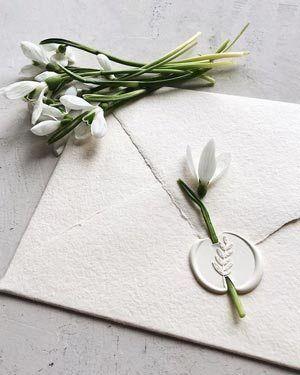 Photo of Invitación de boda blanca con ramillete. # invitación # boda # original