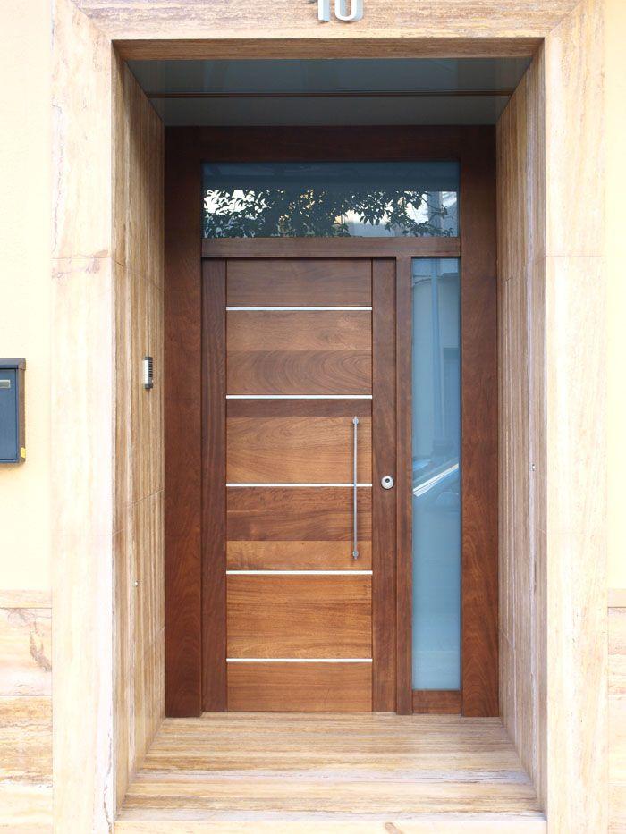 Cristal en lado y arriba puertas entrada for Puertas de entrada de madera modernas