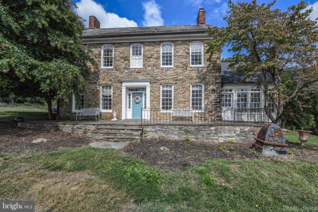 The Historic Home Of Elisha Beall C1810 Also Known As Boxwood Lodge Being Offered For Sale This Estate Home Situated Old Houses Old House Dreams Estate Homes