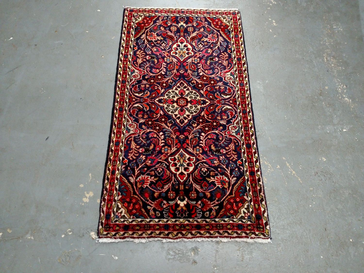 Persian Rug - 1980s Sarouk Persian Rug (3609) by JahannAndSons on Etsy