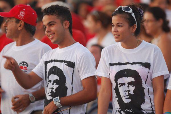 http://razonesdecuba.cubadebate.cu/wp-content/uploads/2015/04/j%C3%B3venes-de-la-sociedad-civil-cubana.jpg