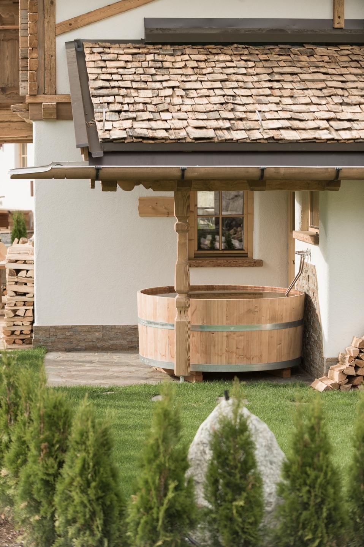 Chalet Mit Wellnessbereich Huttendorf Ladizium Ladis Tirol Pool Hausdach Fitnessraum