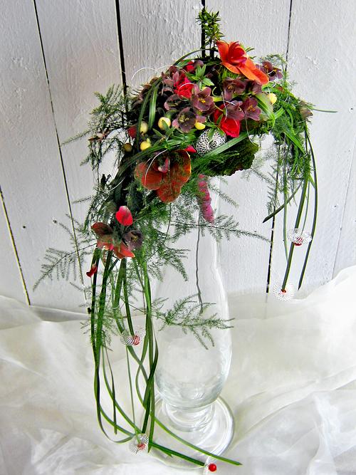Crescent shaped wedding bouquet wedding stuff for Crescent bouquet
