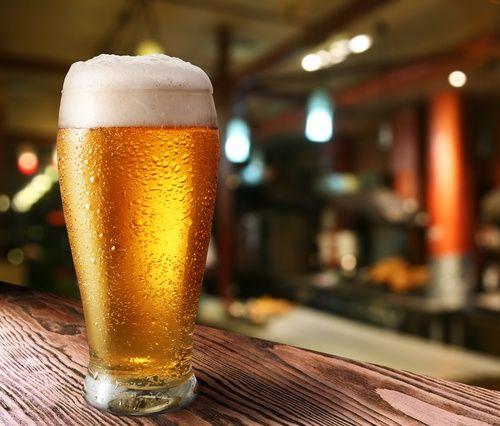 12 razones que explican por qué la cerveza es buena para la salud Gracias a su alto contenido en flavonoides y antioxidantes, la cerveza nos puede ayudar a evitar el daño óseo tras la menopausia