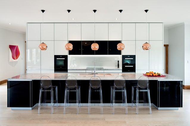 Great New Zealand kitchen design - fantastic !! Emerald Hill kitchen by German Kitchens.