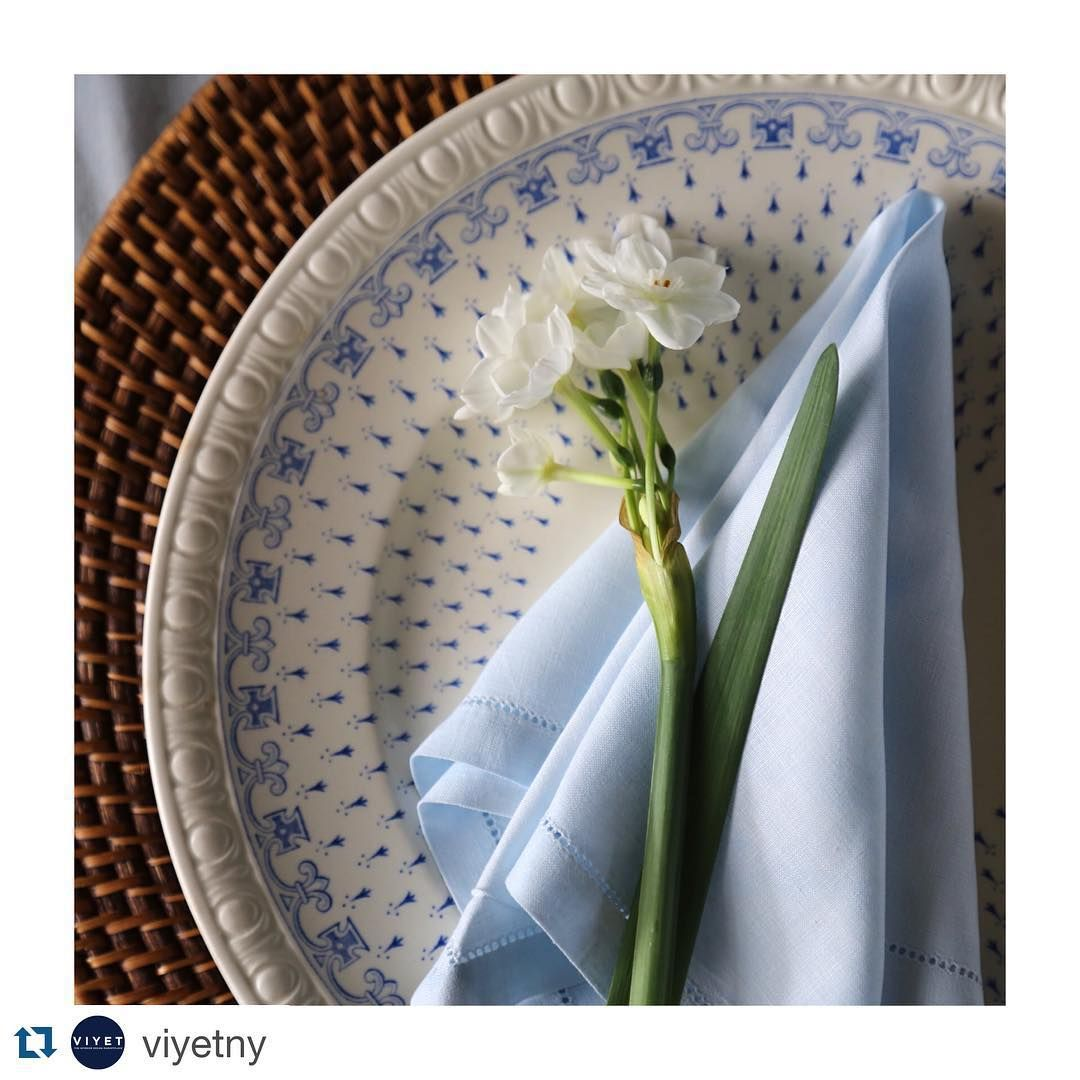 #Repost @viyetny with @repostapp. ・・・ @amymeierdesign here reporting from sunny California! We're setting the Christmas table under the pergola this year.  #bluechristmas #viyettakeover #viyet #amymeierdesign