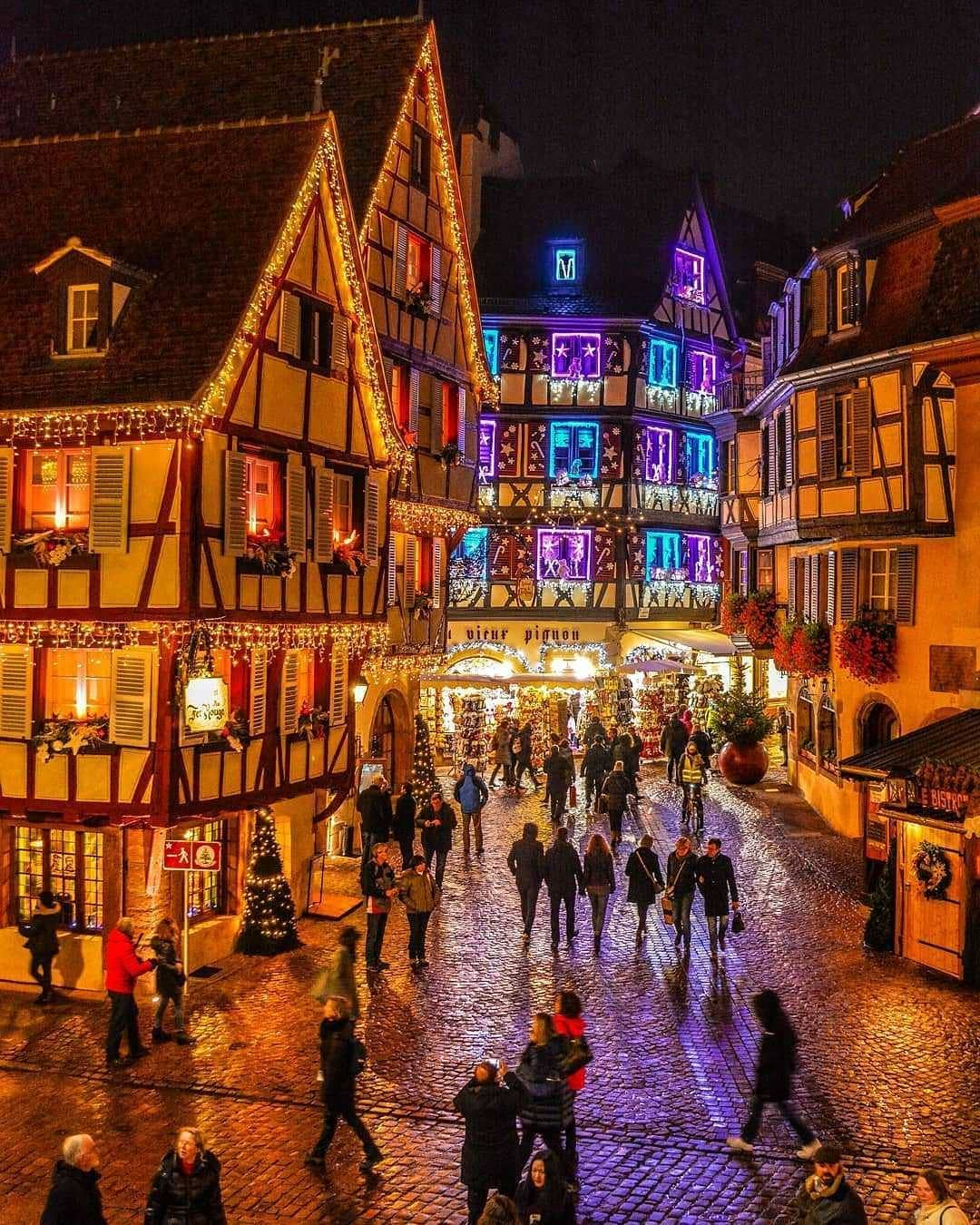 Colmar Natale.The First Christmas Lights Colmar Alsace