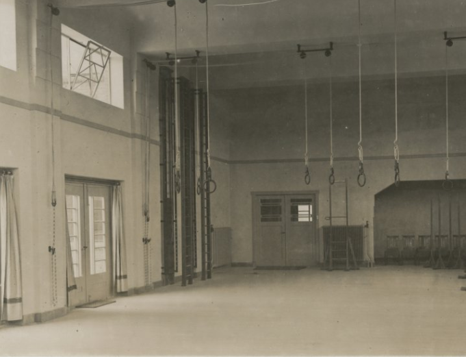 f41b91863a0d3f Oranje Nassauschool - de gymzaal | Den Haag in 2019 - Nostalgie