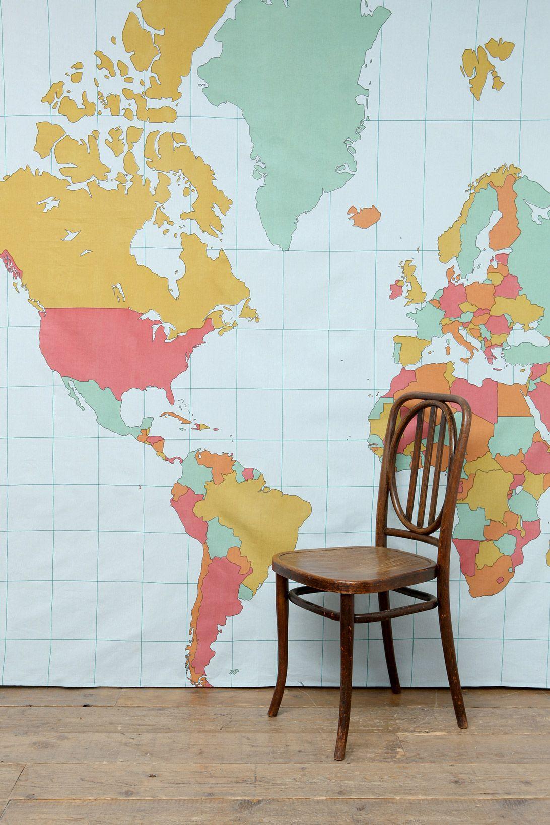 dessus de lit style tapisserie motif mappemonde chez urban. Black Bedroom Furniture Sets. Home Design Ideas