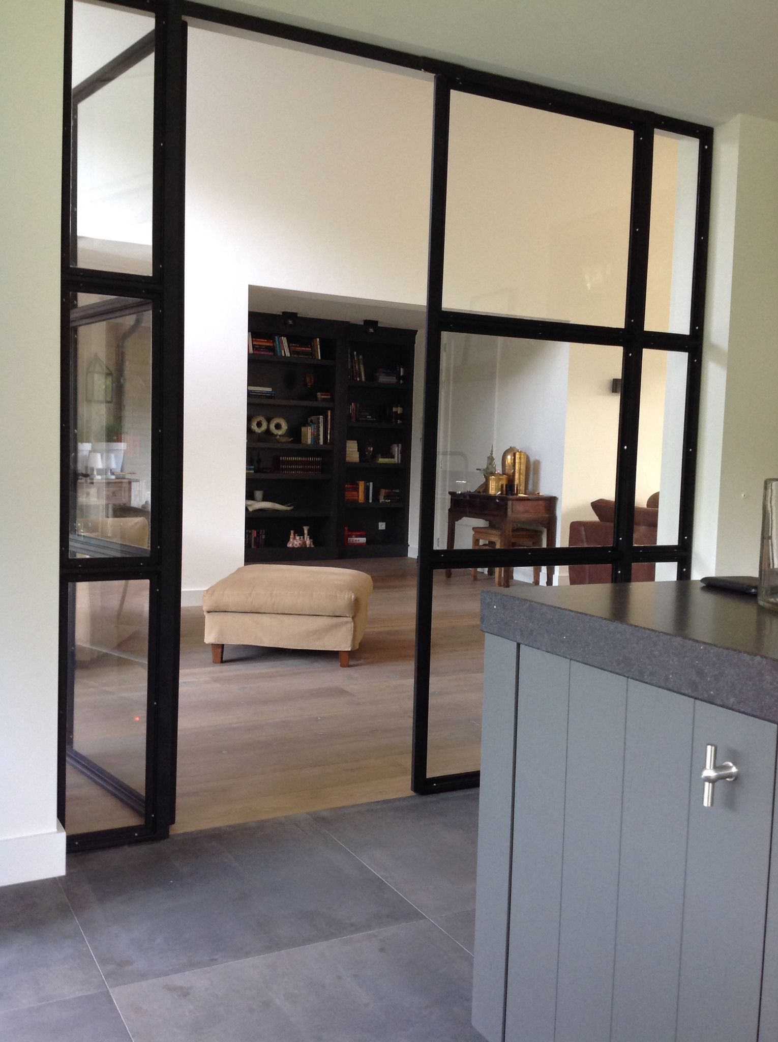 Interieur, Tes and Glass panels on Pinterest