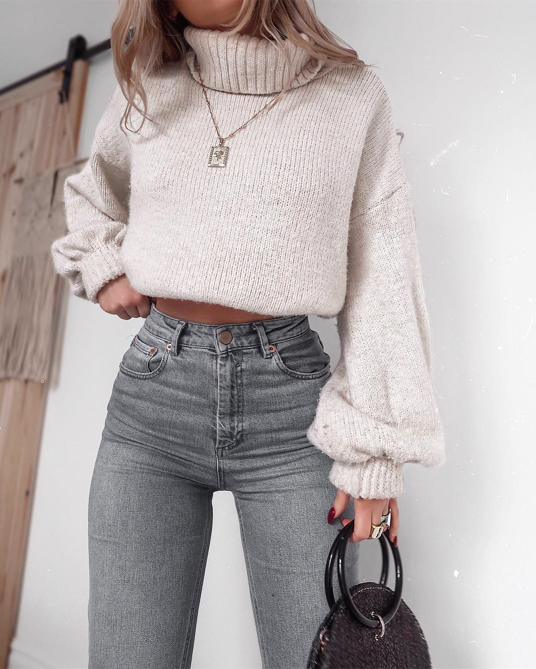 """Lydia Rose on Instagram: """"Can't imagine a life where it's warm enough to wear less than a massive jumper what about you? ? summer pls. • #highwaistedjeans #highwaist…"""""""