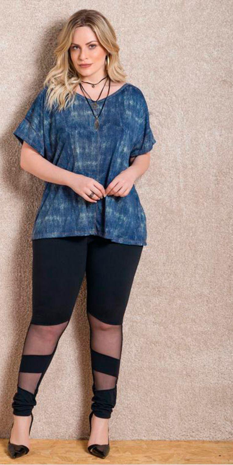 Blusa soltinha azul garante o conforto e estilo para seu dia a dia.  estilo 4ee521260fe41