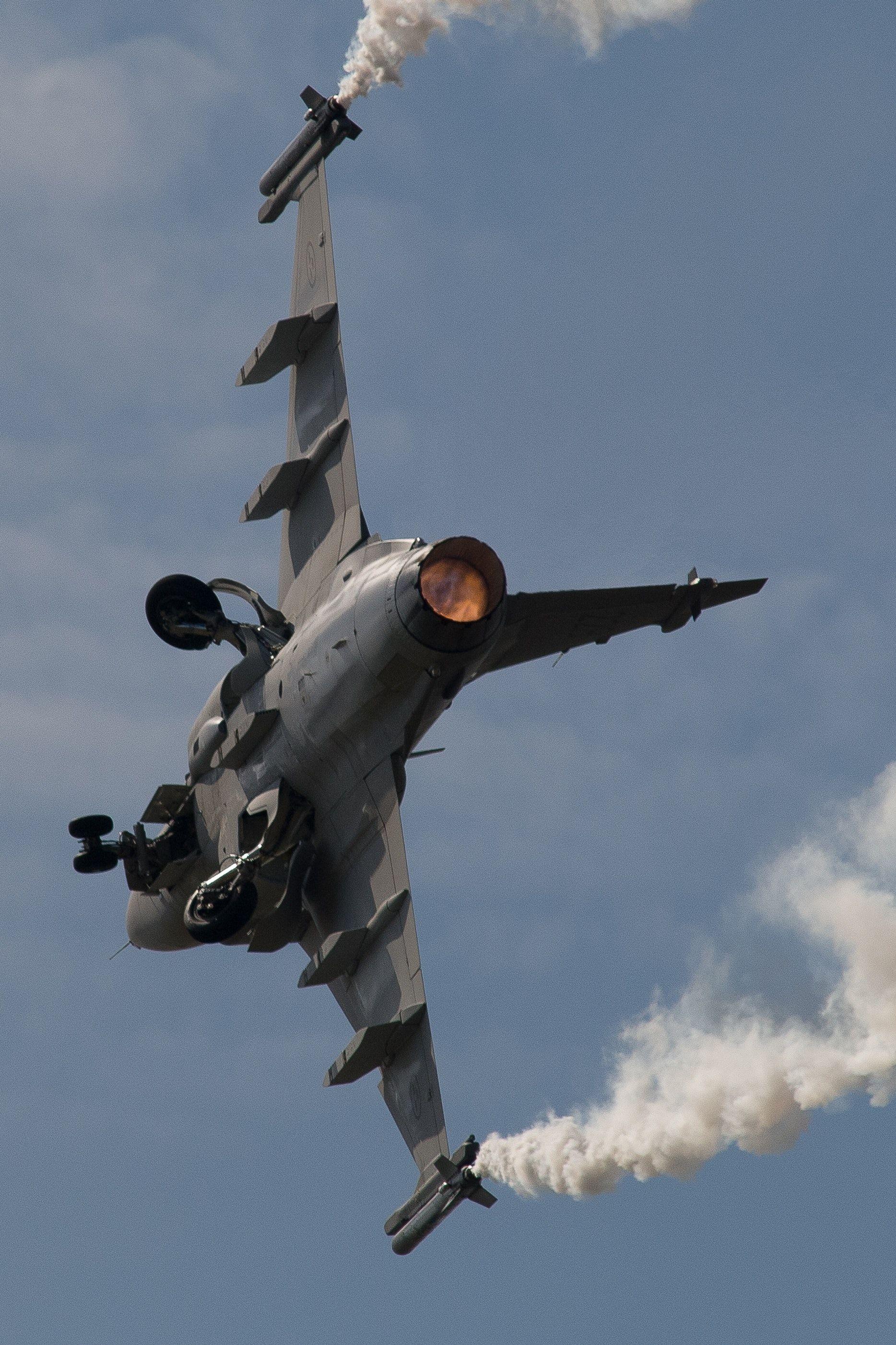 Saab Gripen At Farnborugh International Airshow Photo Fighter Jets Fighter Air Show