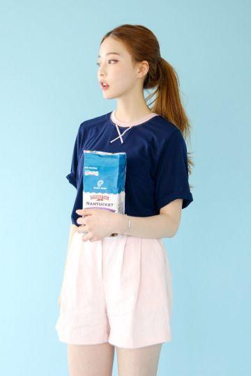 Hosi Stitch Tee | Korean Fashion