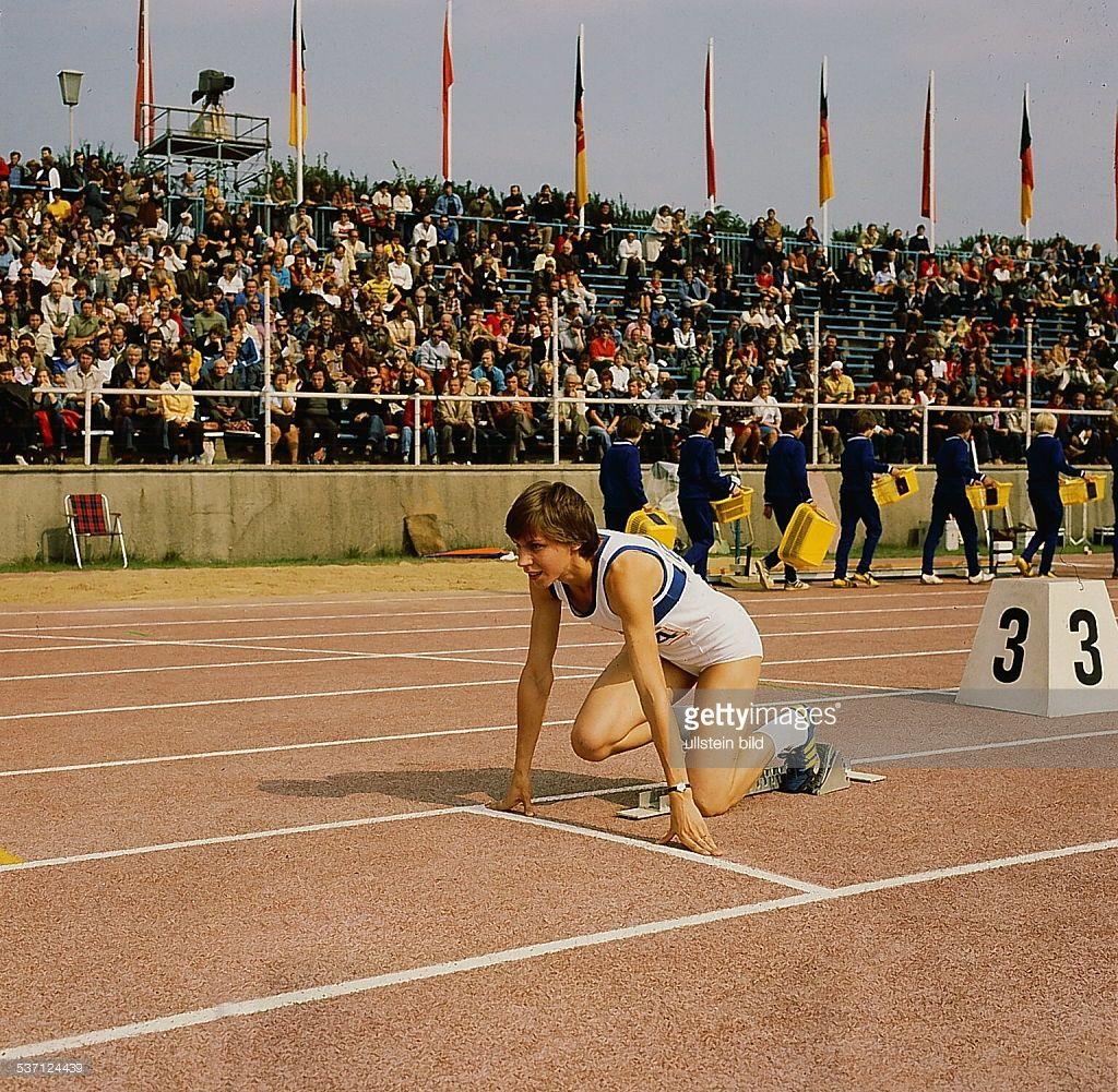 Marita Koch Sportlerin Leichtathletik Ddr Im Starblock Bei Track And Field Field Memories