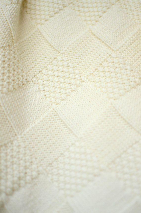 Photo of Dieses handgestrickte Babydecke aus 100 % Merino-Wolle ist ein wesentliches Stü