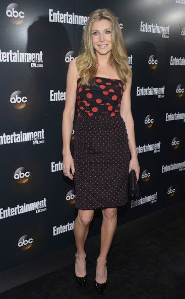 Sarah Chalke Photos Photos - Actress Sarah Chalke attends the Entertainment Weekly & ABC-TV  Up Front VIP Party at Dream Downtown on May 15, 2012 in New York City. - Entertainment Weekly & ABC-TV  Up Front VIP Party