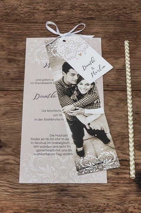 Invitación de boda noble con franjas fotográficas y adornos rosas