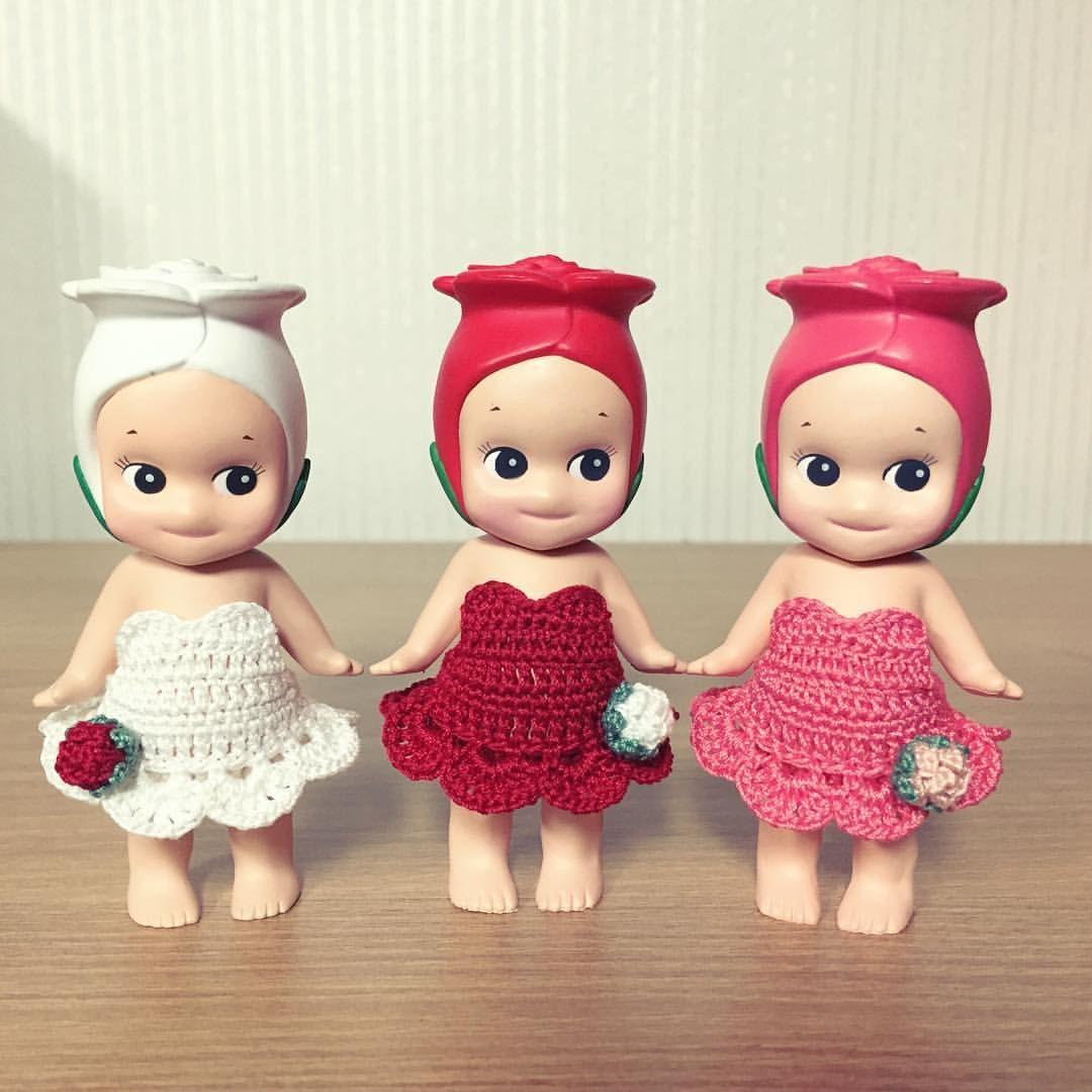 마담우마님 옷  . #소니엔젤 #마담우마 #뜨개옷 #sonnyangel #handmadeclothing #Knitting #toy #toystagram #figure #kidult #토이 #토이스타그램 #덕스타그램 #키덜트 #피규어 #장미 #rose
