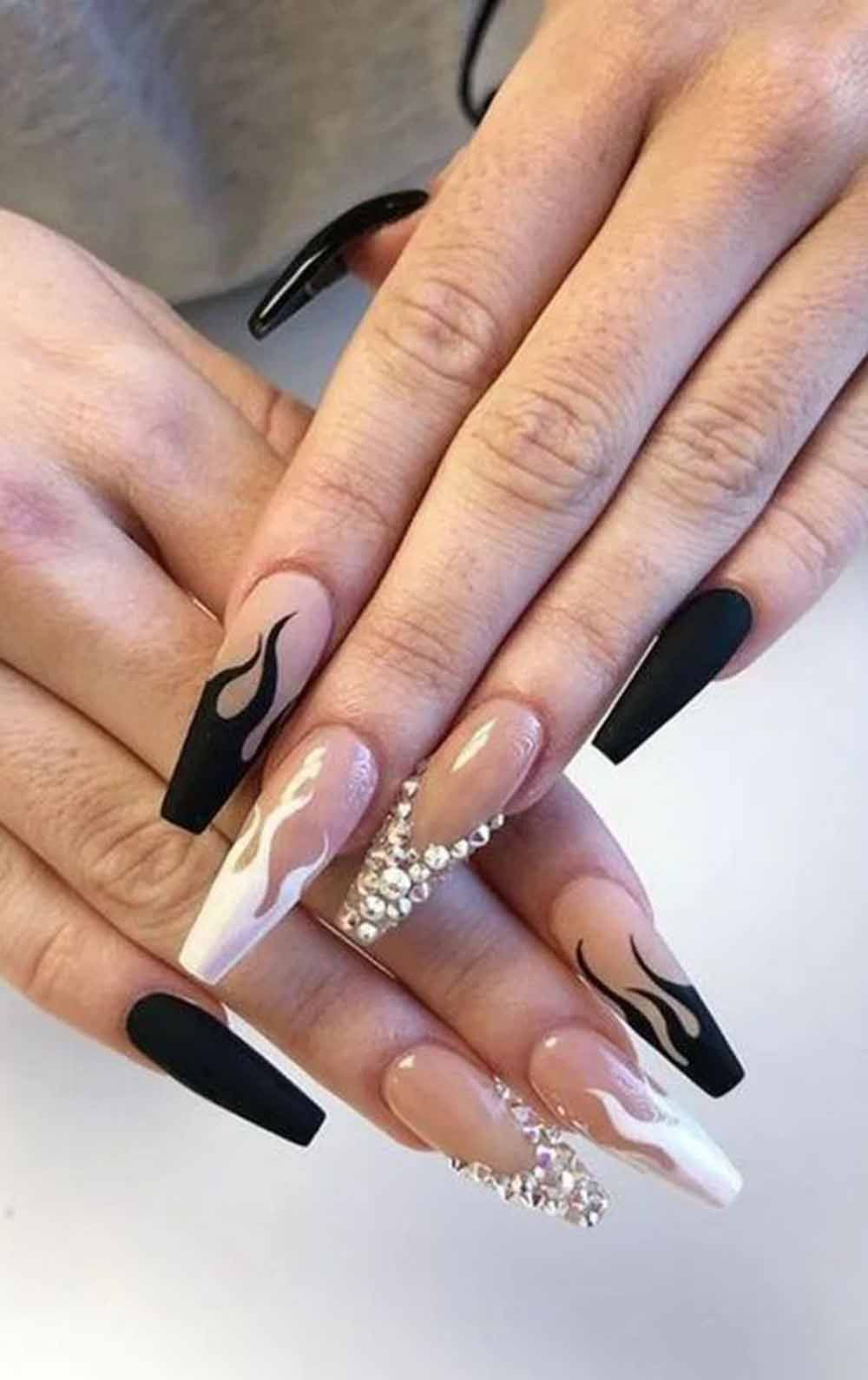 13 Coffin Long Nail Designs Using Ombre Black Color You Should Go For In 2020 Edgy Nails Stylish Nails Black Acrylic Nails