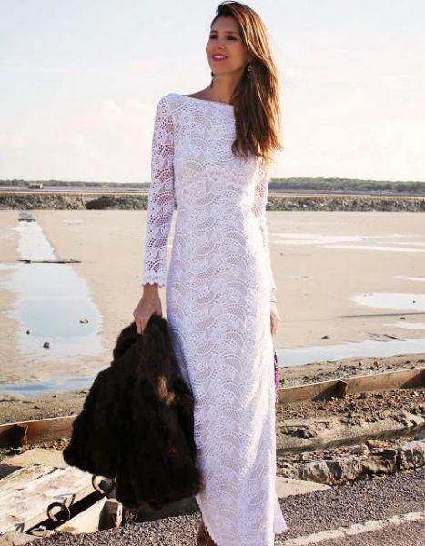 vestido largo de encaje blanco con mangas largas caladas | novias